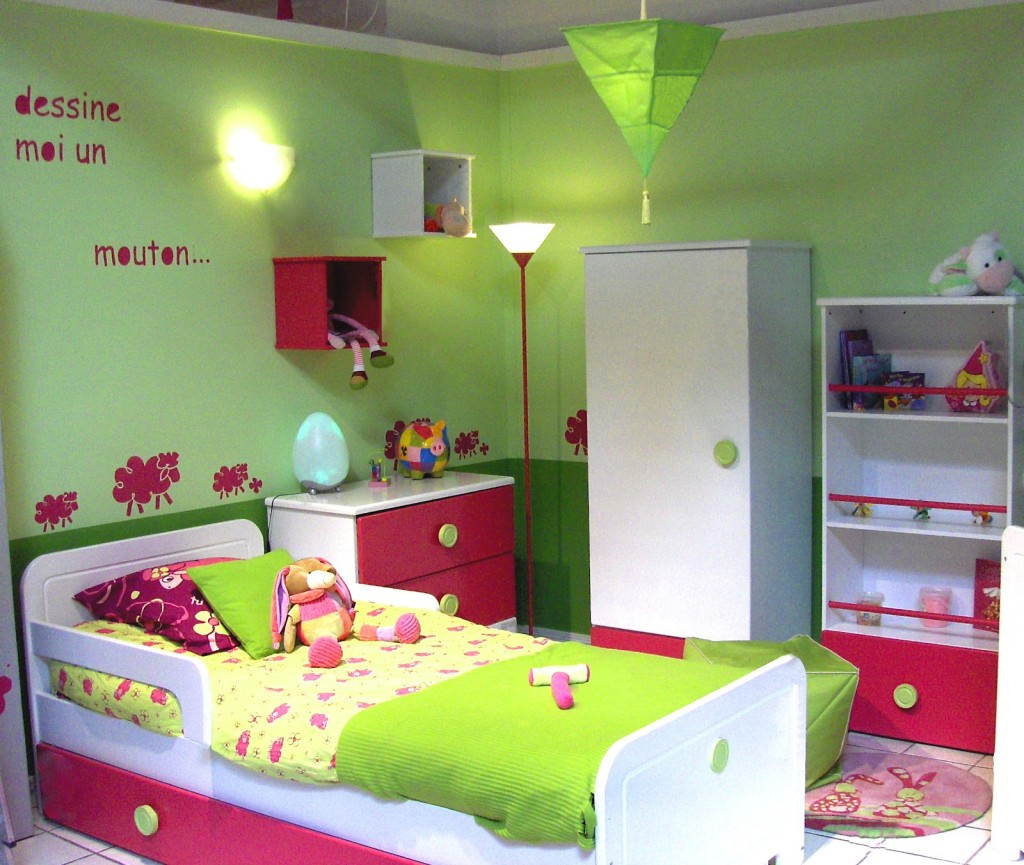Modele chambre bebe fille for Exemple de decoration de chambre
