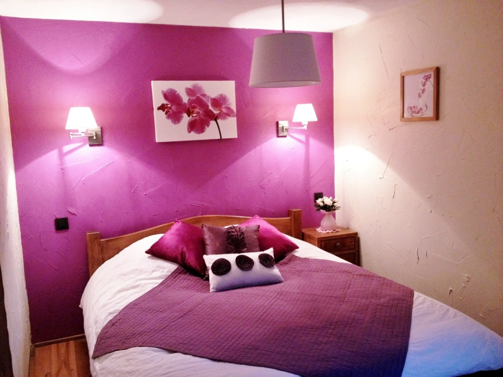 Am nagement chambre adulte rose for Chambre rose fushia et blanc