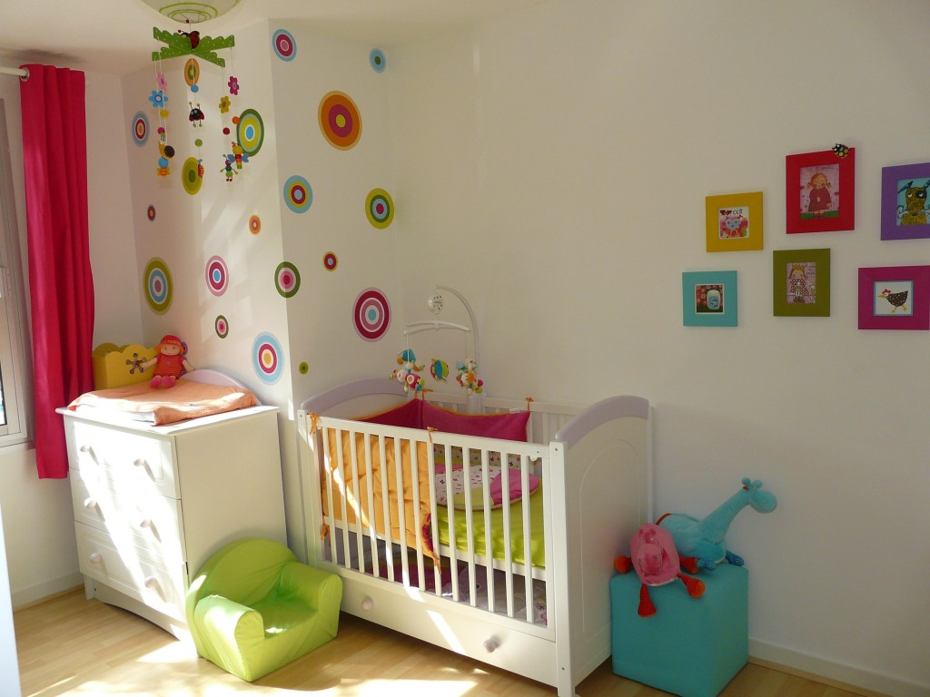 Jolie deco chambre bebe fille ikea