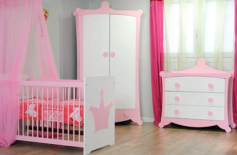 Deco chambre bebe fille parme for Organisation chambre bebe