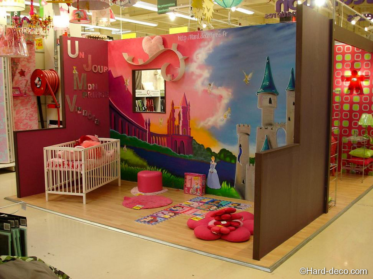 Chambre bebe fille princesse for Decoration chambre fille
