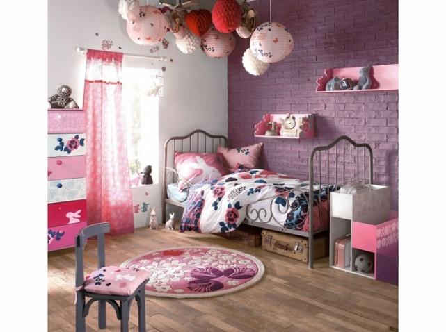 idée deco chambre bebe fille violet
