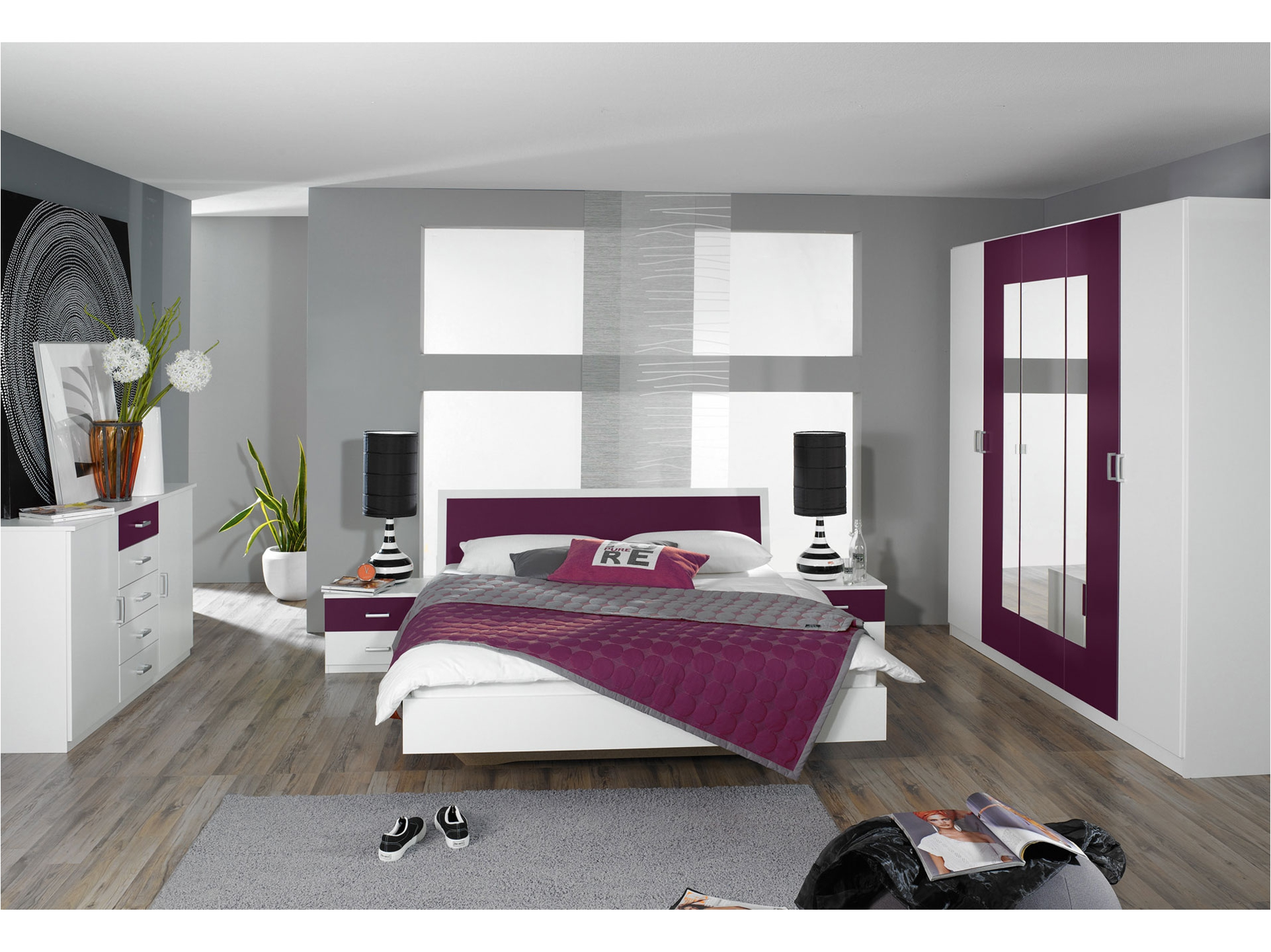 D co chambre gris et prune for Decoration salon prune