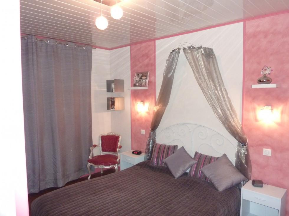 photodeco.fr/wp-content/uploads/2014/03/photo-decoration-décoration-chambre-adulte-rose-et-gris-5.jpg