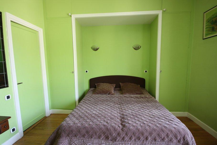 Photo décoration chambre adulte vert marron