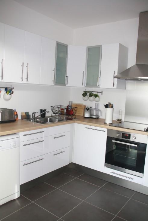 idée décoration cuisine blanc bois .