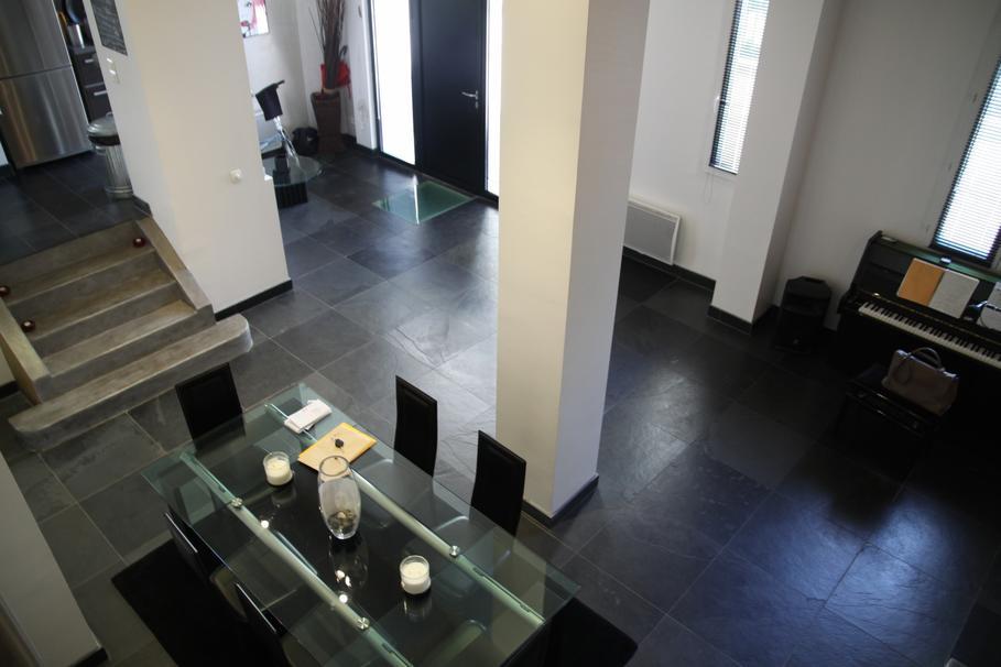 Salon scandinave pastel id es de design maison et id es for Idee deco salon salle a manger noir et blanc