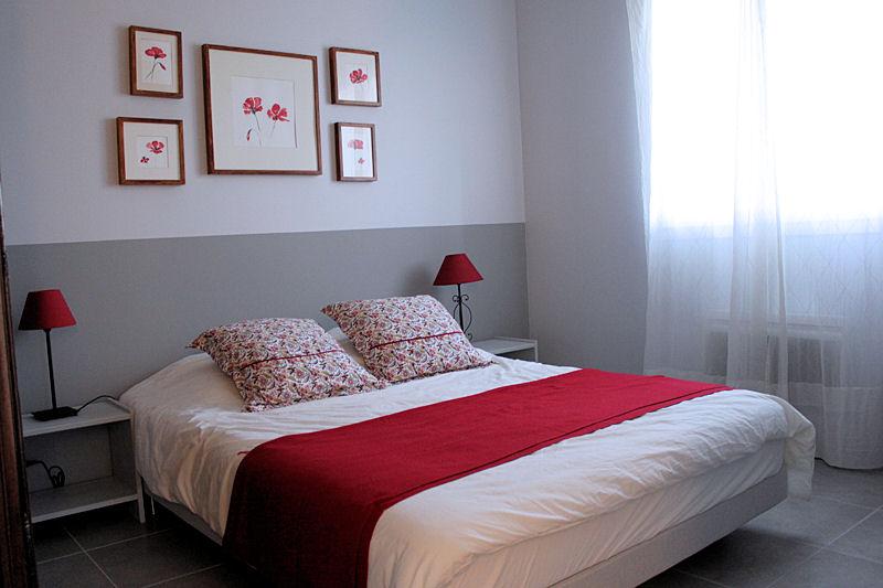 deco chambre gris blanc rouge. Black Bedroom Furniture Sets. Home Design Ideas