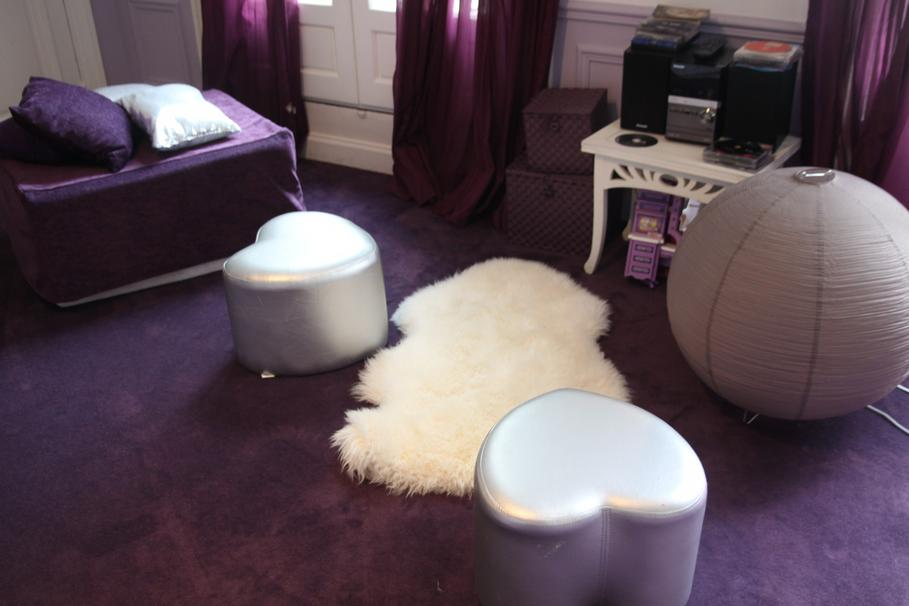 Deco salon gris blanc violet for Salon violet et gris