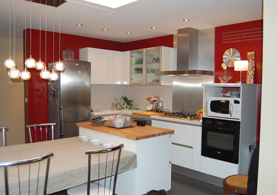 Jolie decoration cuisine moderne rouge