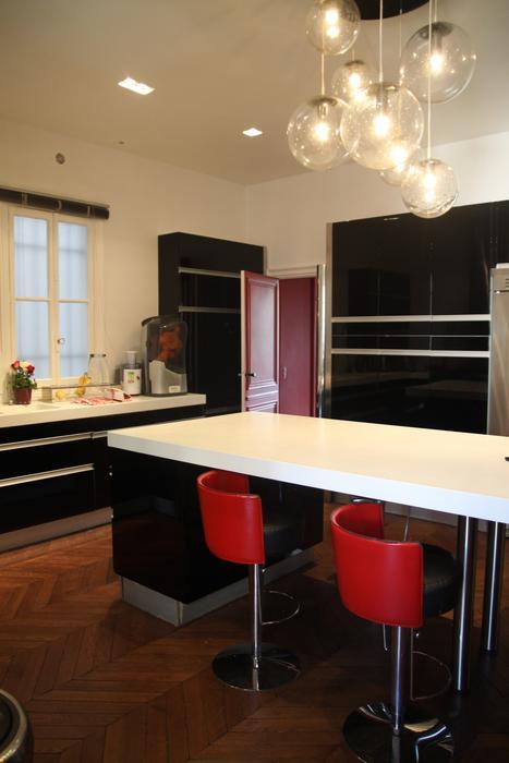 Jolie idee deco cuisine blanche et rouge