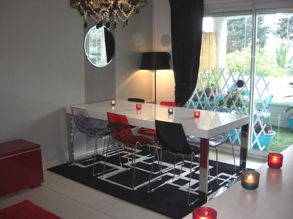 Salon gris blanc noir rouge - Deco salon design gris ...