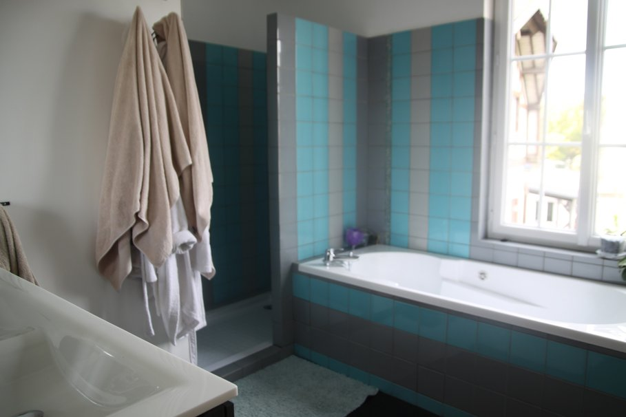 organisation carrelage salle de bain bleu turquoise - Salle De Bain Bleu Blanc Gris
