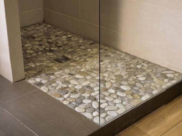 D co salle de bain carrelage for Salle de bain bois et galet