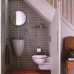 déco toilettes sous escalier