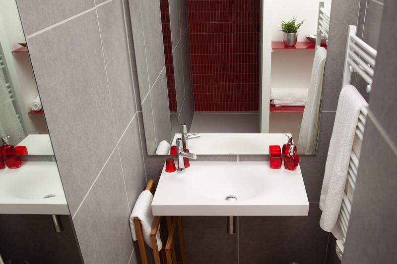 Photo deco pour salle de bain rouge