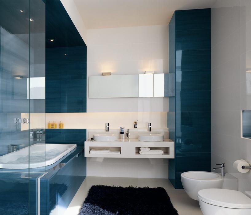 Deco salle de bain bleu et blanc - Chambre avec salle de bain et toilette ...