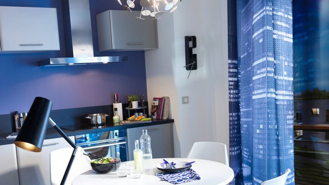 deco salle de bain bleu marine et blanc. Black Bedroom Furniture Sets. Home Design Ideas