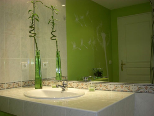 idée deco salle de bain gris et vert