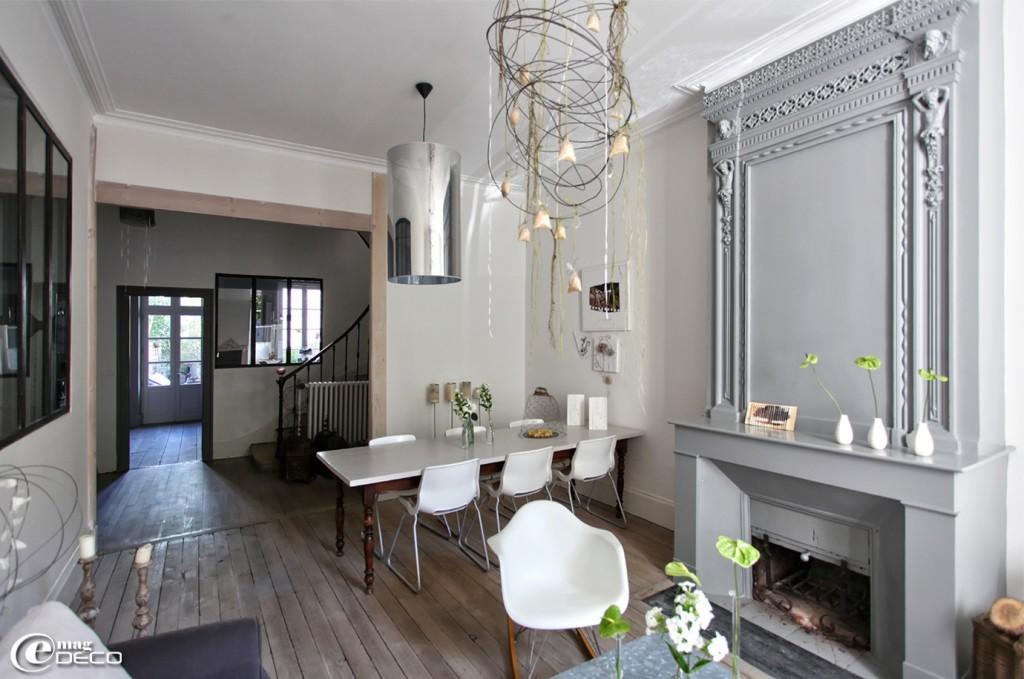 photodeco.fr/wp-content/uploads/2014/05/photo-decoration-décoration-entrée-de-maison-avec-escalier-4-1024x679