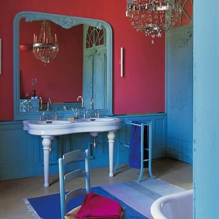 organisation décoration salle de bain bleu et rose