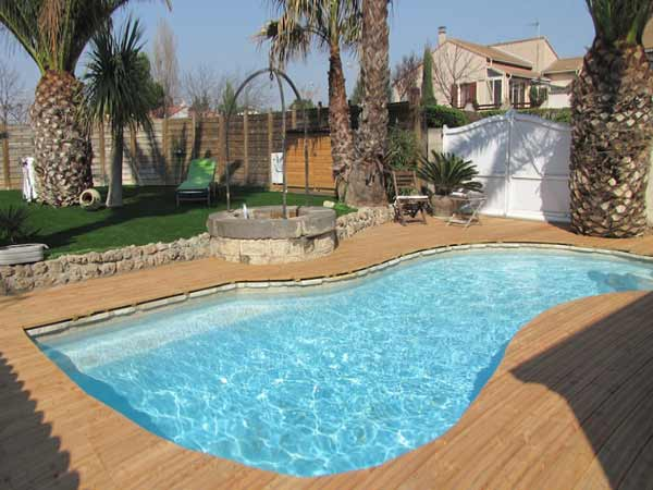 D coration terrasse piscine bois for Idee deco piscine