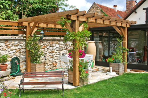 Comment decorer sa terrasse maison design for Decorer une terrasse en bois