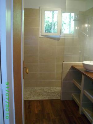 Petite salle de bain l 39 italienne for Fenetre dans douche