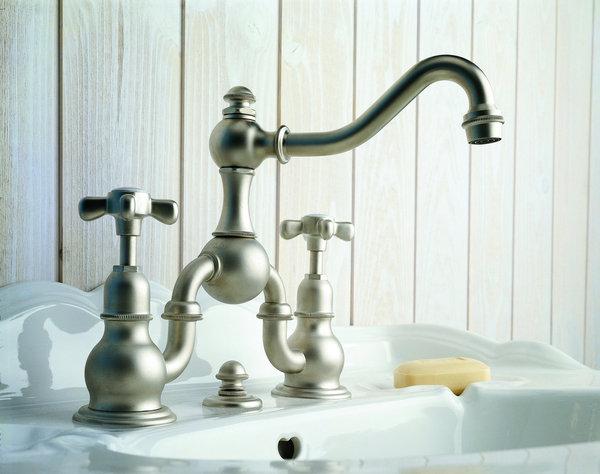 Robinetterie salle de bain l 39 ancienne for Robinetterie salle de bain ikea