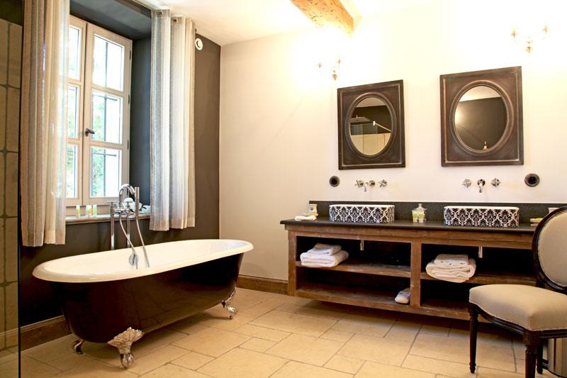 Jolie salle de bain à l\'ancienne - Photo Déco