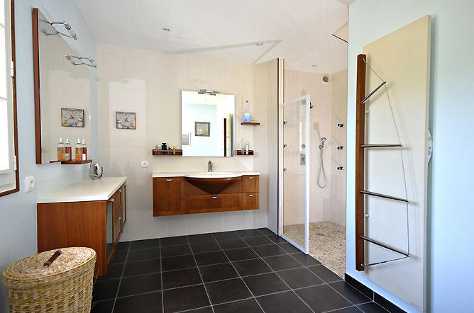 salle de bain a l italienne. Black Bedroom Furniture Sets. Home Design Ideas
