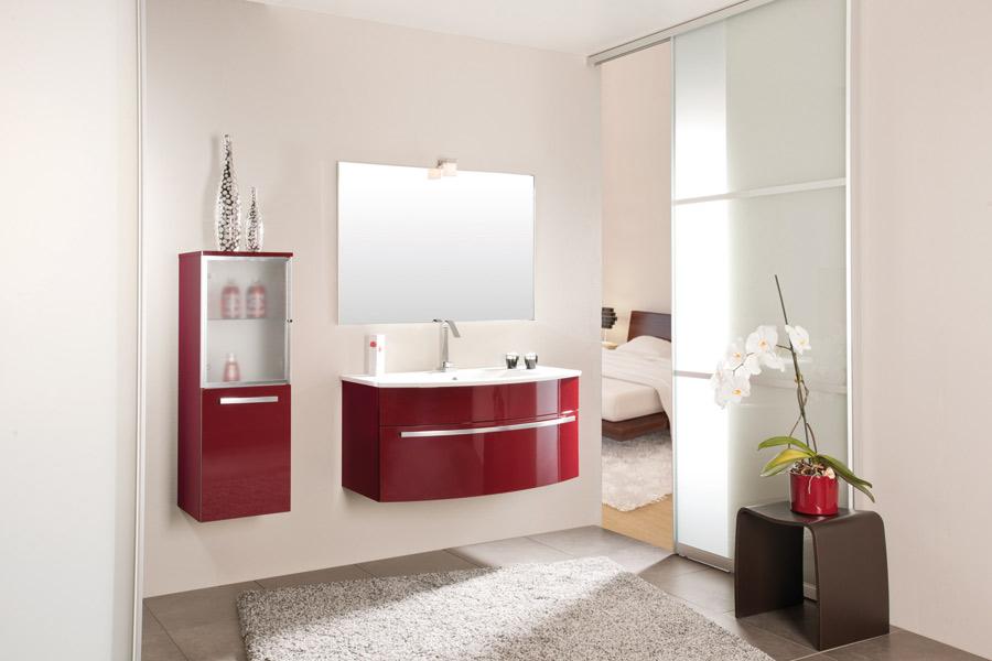 organisation salle de bain rouge et beige - Photo Déco