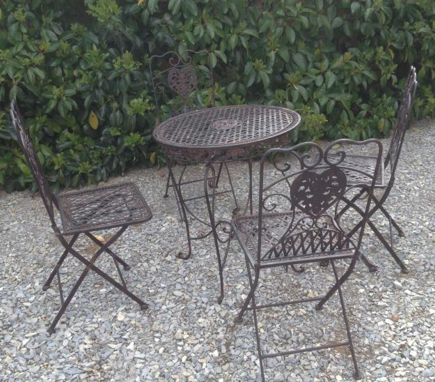 Salon de jardin en fer forg for Decoration de jardin en fer forge