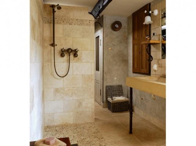 D co pour une petite salle de bain for Modele de salle de bain pour petit espace