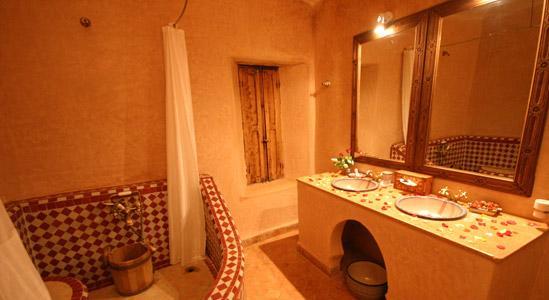 belle déco salle de bain marocaine