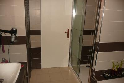 salle de bain taupe latest salle de bain turquoise et beige chaios com with salle de bain taupe. Black Bedroom Furniture Sets. Home Design Ideas