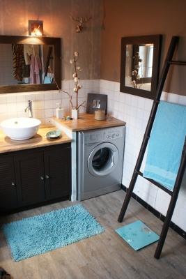 belle déco salle de bain turquoise et chocolat