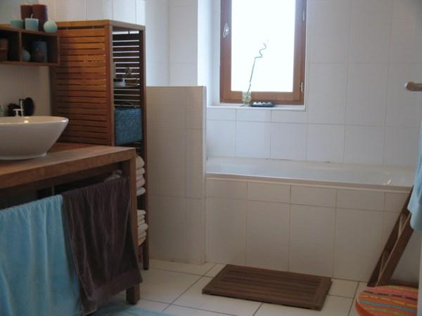 univers déco salle de bain turquoise et chocolat