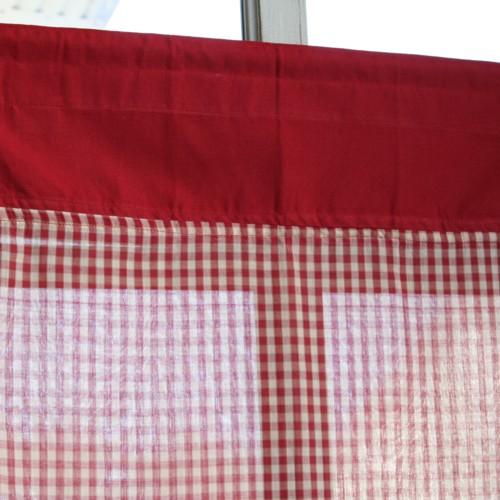 rideaux cuisine rouge perfect rideau rideaux de chambre rideaux rideaux en with rideaux cuisine. Black Bedroom Furniture Sets. Home Design Ideas