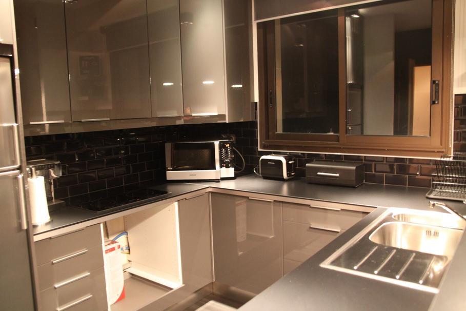 Cuisine Rouge Ou Grise : aménagement decoration cuisine appartement