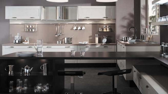 Decoration cuisine inox for Cuisine gris inox