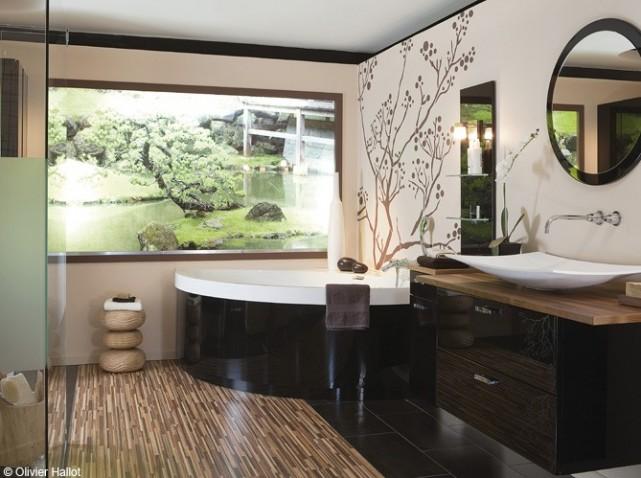 D co salle de bain avec baignoire d 39 angle for Exemple deco salle de bain