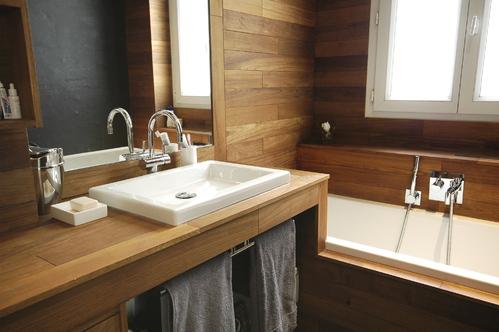D co salle de bain bois for Modele deco salle de bain