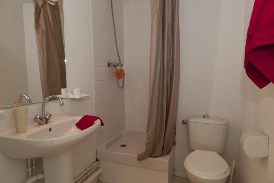 D co salle de bain hlm for Exemple de decoration de salle de bain
