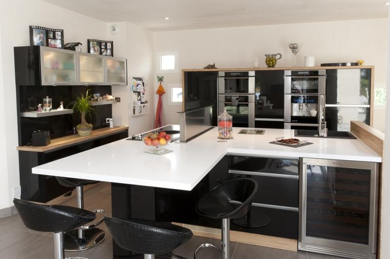 decoration cuisine noir et blanc avec des. Black Bedroom Furniture Sets. Home Design Ideas