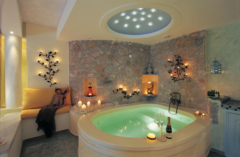 Photo décoration salle de bain avec jacuzzi