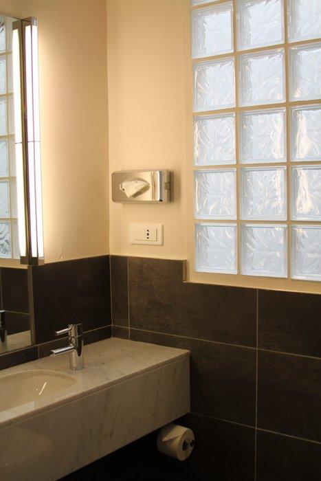 d233coration salle de bain beige et marron
