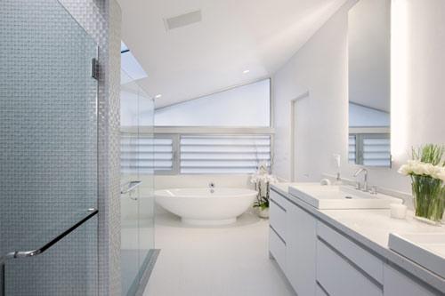 exemple décoration salle de bain blanche