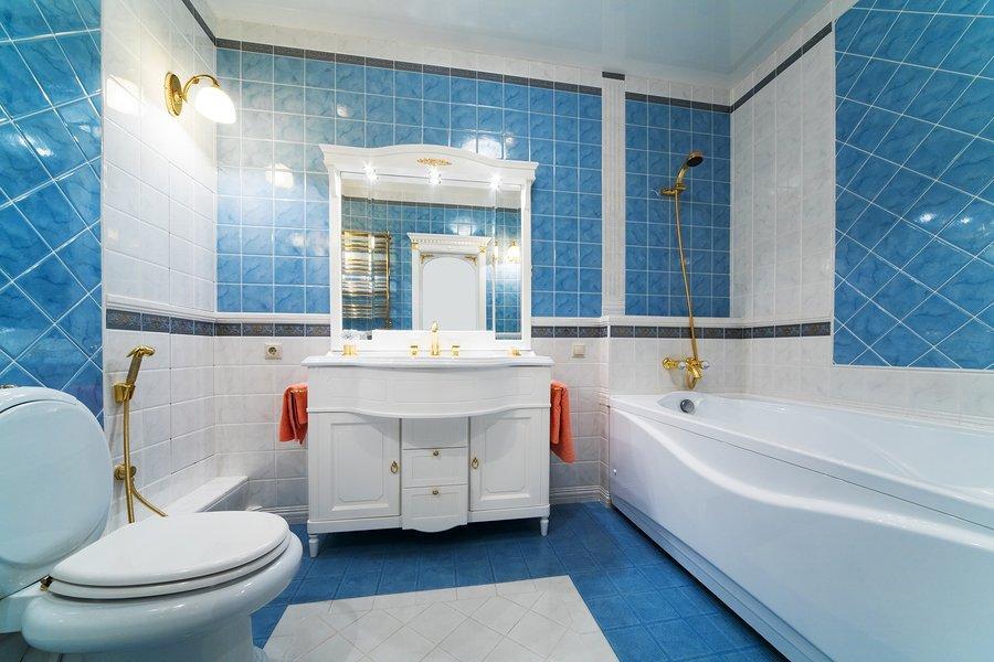 D coration salle de bain bleu et blanc for Salle de bain mosaique bleu