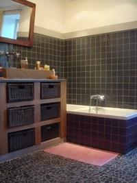 décoration salle de bain galet
